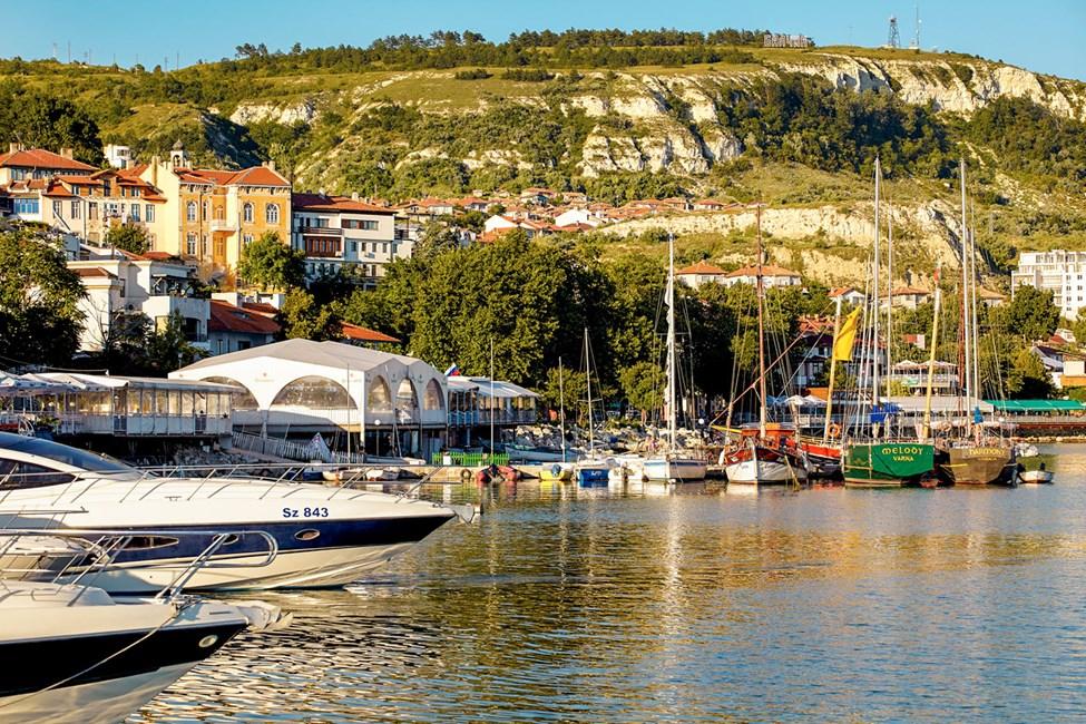 Den mysiga hamnen i Balchik