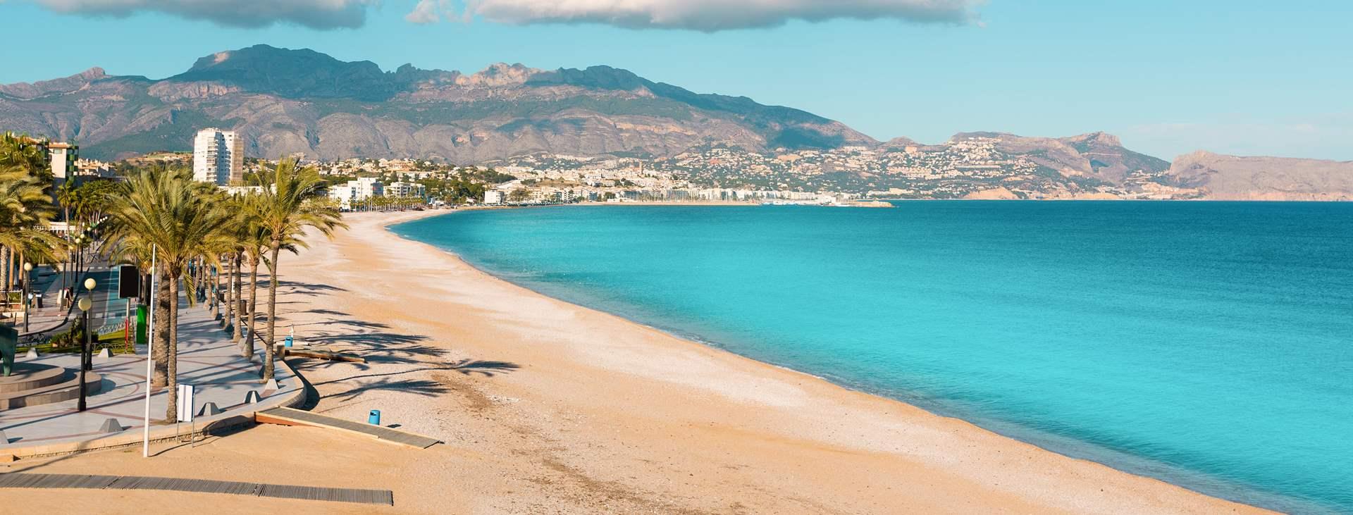Boka din resa till natursköna Albir i Spanien med Ving