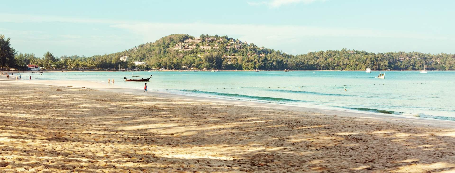 Boka en resa till barnvänliga Bangtao Beach i Thailand