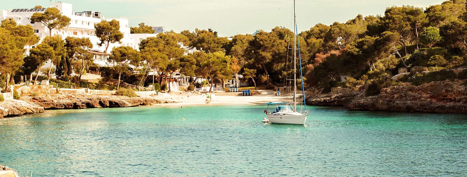 Boka din resa till Cala d´Or på Mallorca med Ving