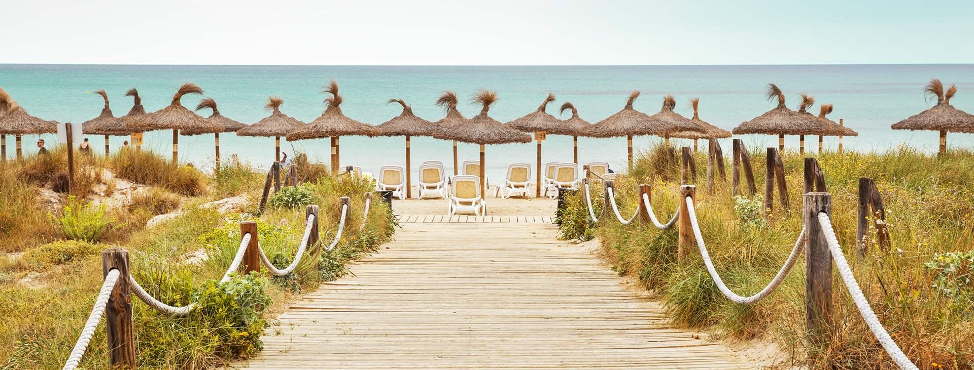 Boka en resa till barnvänliga Can Picafort på Mallorca